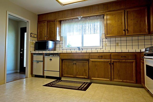 old 1970's kitchen.