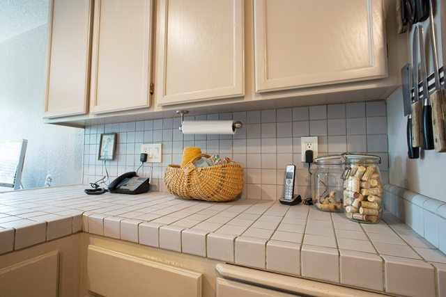 large grout kitchen counters.